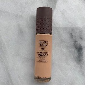 Burt's Bees Goodness Glows Foundation in Almond Be